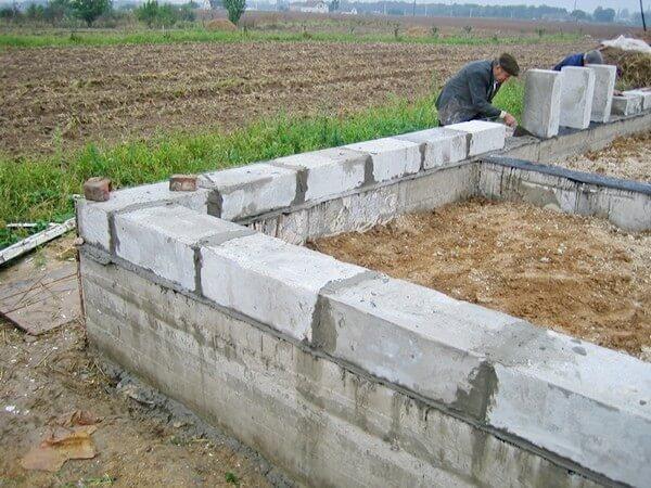 Строительство домов (коттеджей) из пеноблоков и газоблоков: особенности возведения стен